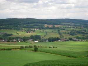 Image Source: http://upload.wikimedia.org/wikipedia/commons/7/75/Hill_landscape_Epen.jpg